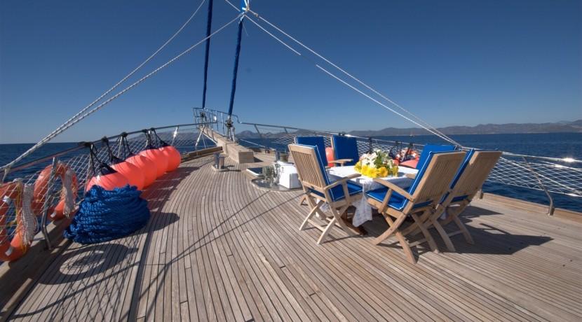 Luxury Yacht Charter 01
