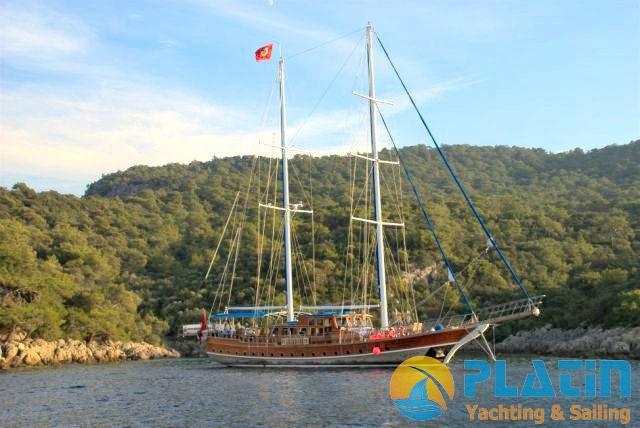 Luxury Yacht Charter 03