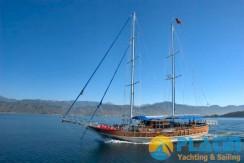 Luxury Yacht Charter 06