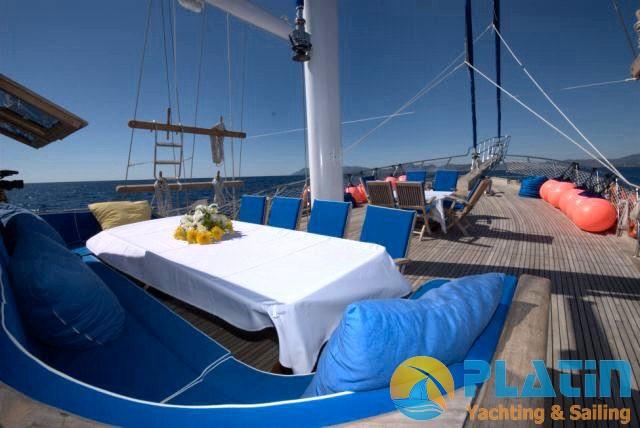 Luxury Yacht Charter 14
