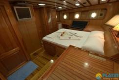Luxury Yacht Charter 18