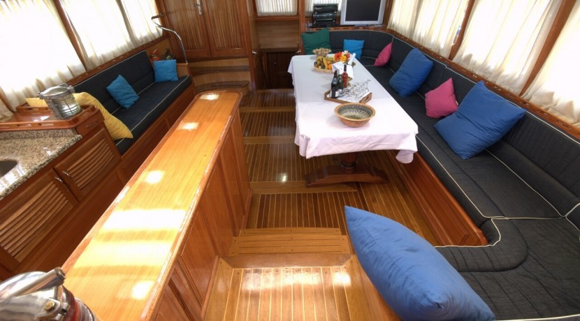 Luxury Yacht Charter 22