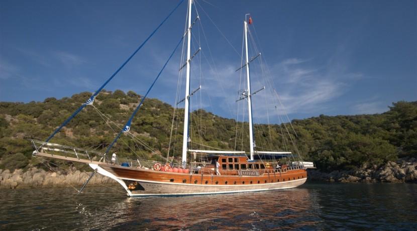 Luxury Yacht Charter 23