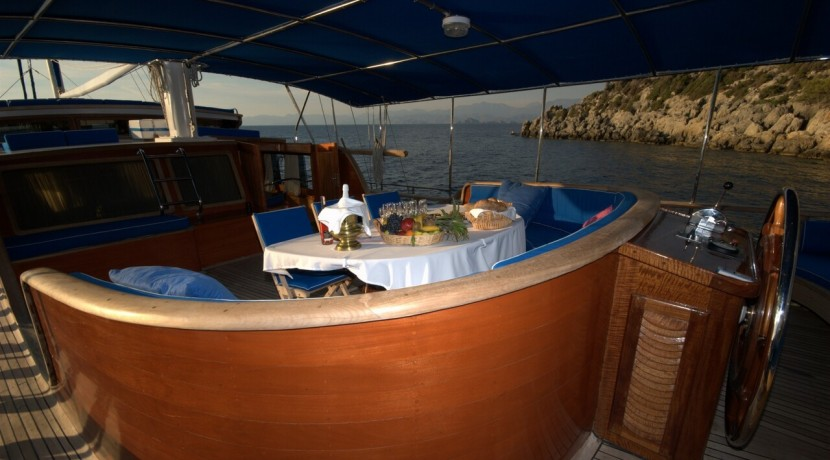 Luxury Yacht Charter 24