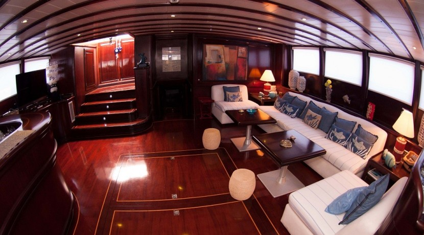 Luxury Yachts Charter 04