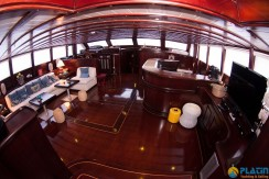 Luxury Yachts Charter 06