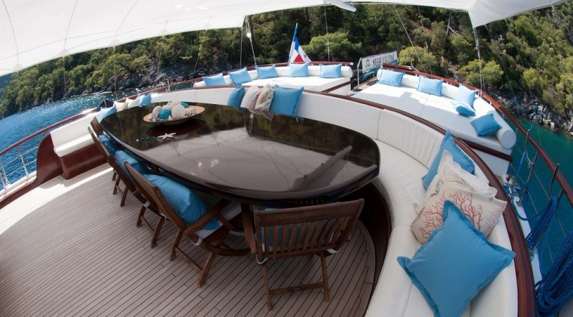 Luxury Yachts Charter 07
