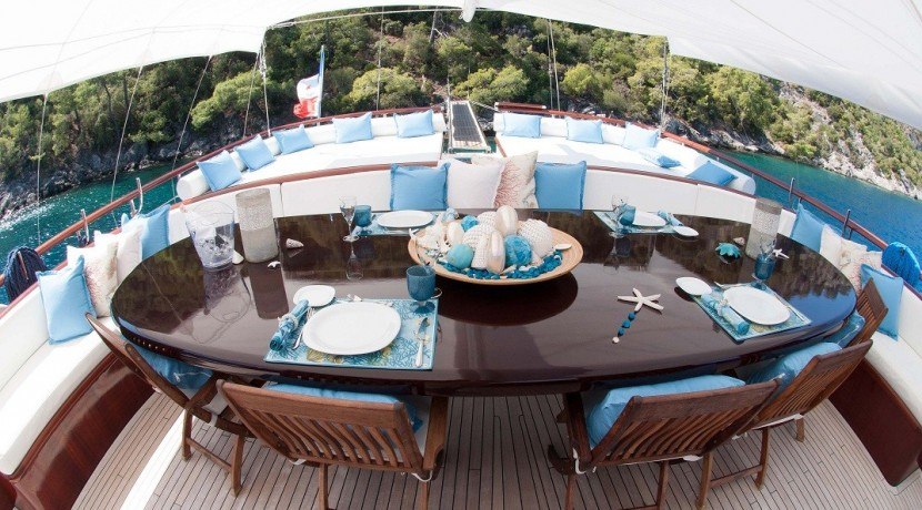 Luxury Yachts Charter 08