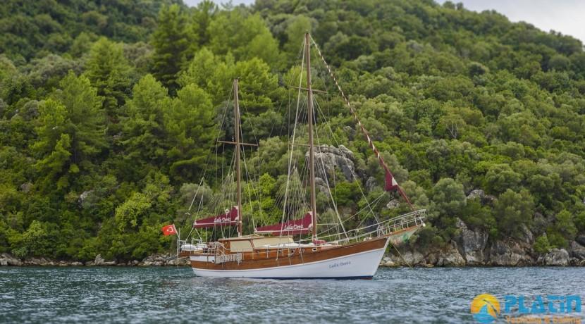 Luxury Yacht Rental 01