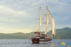 Luxury Yacht Rental 02