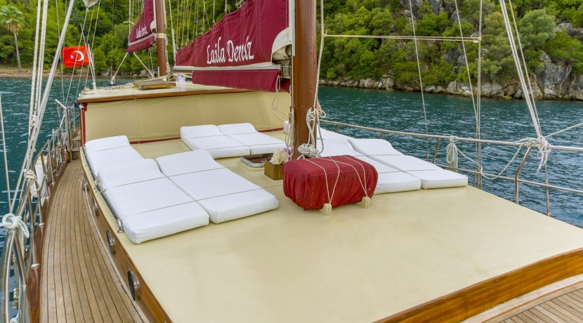 Luxury Yacht Rental 03