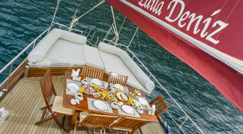 Luxury Yacht Rental 06