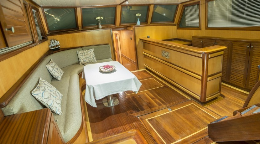 Luxury Yacht Rental 07