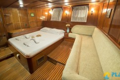 Luxury Yacht Rental 08