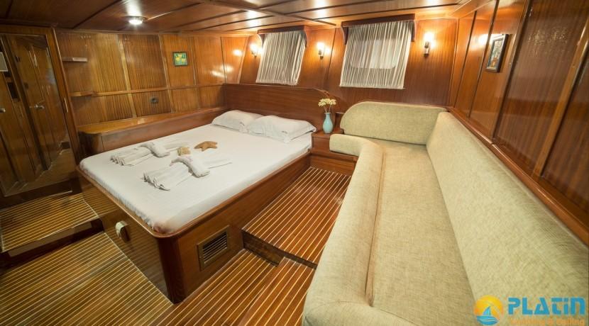 Luxury Yacht Rental 08