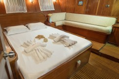 Luxury Yacht Rental 09