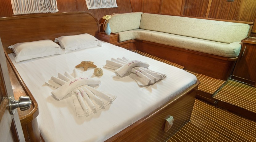 Luxury Yacht Rental 09