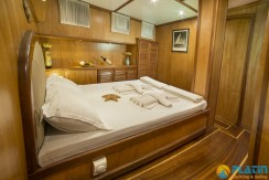 Luxury Yacht Rental 10