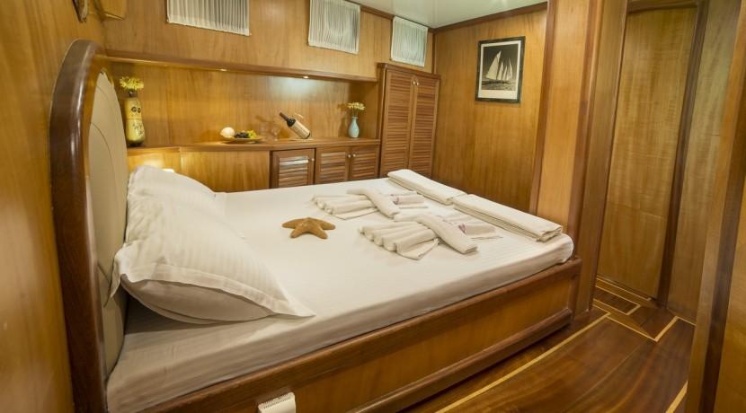 Luxury Yacht Rental 10