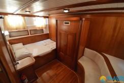 Small 4 Cabin Yacht 01