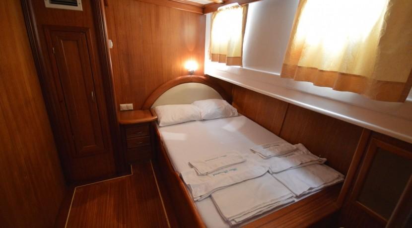 Small 4 Cabin Yacht 03