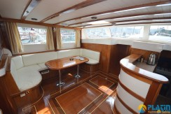 Small 4 Cabin Yacht 06