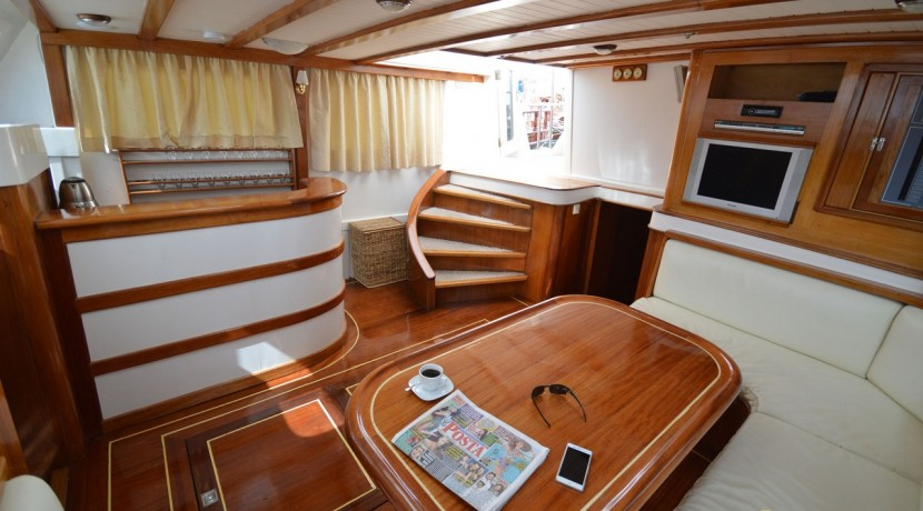 Small 4 Cabin Yacht 07