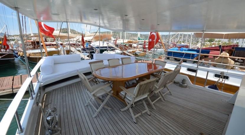 Small 4 Cabin Yacht 08
