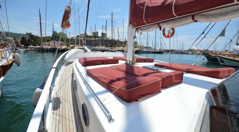 Small 4 Cabin Yacht 10