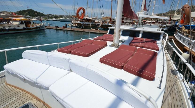 Small 4 Cabin Yacht 11
