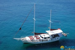 Small 4 Cabin Yacht 14
