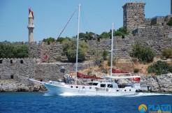 Small 4 Cabin Yacht