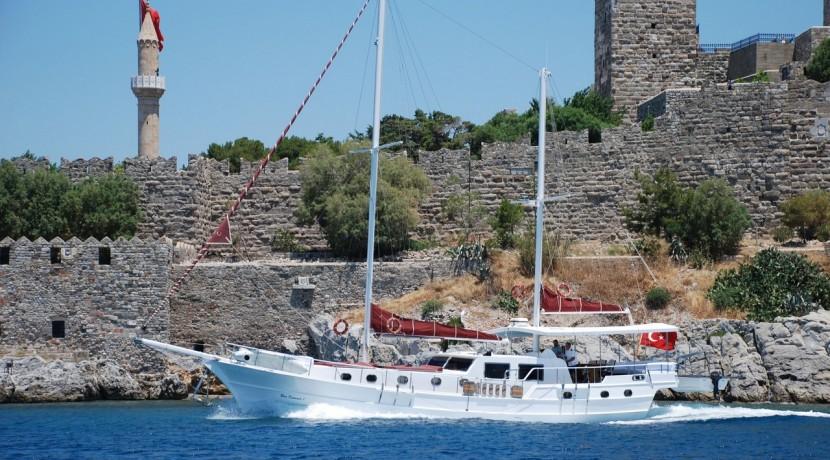 Small 4 Cabin Yacht 15