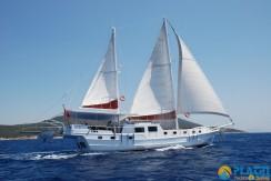 Small 4 Cabin Yacht 17