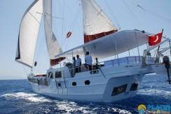 Small 4 Cabin Yacht 18